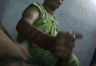 Mature And skillful Indian Housewife Jacks lubricated Up man meat