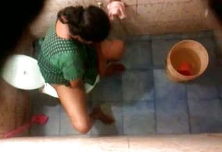 Hidden Web cam In the wc Apartment catches Indian Cougar wifey