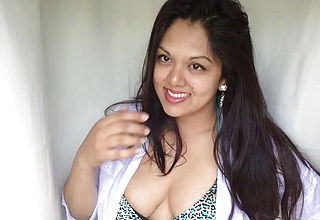Curvaceous Alluring Cool Indian honey shows Her Boobs and Unbelievable Rack