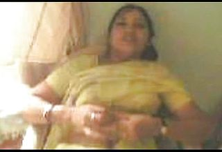 Plump Indian housewife Anxiously Blows rod of her spouse