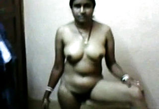 Desi Bhabi Showing Her Nude And Bj