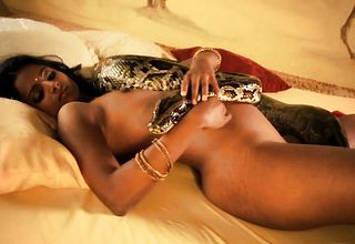 Sensual And Artistic Bollywood Babe Arouse Her Lover